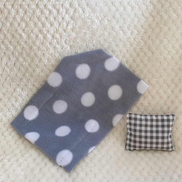 blanket & sachet